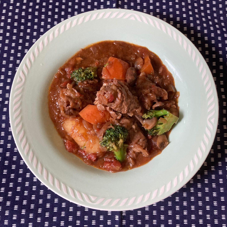 くるくる薄切り肉の簡単ビーフシチュー
